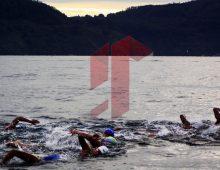 Renang di Danau Toba