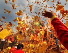 Melepas Dewa di Upacara Bangkar Tongkang