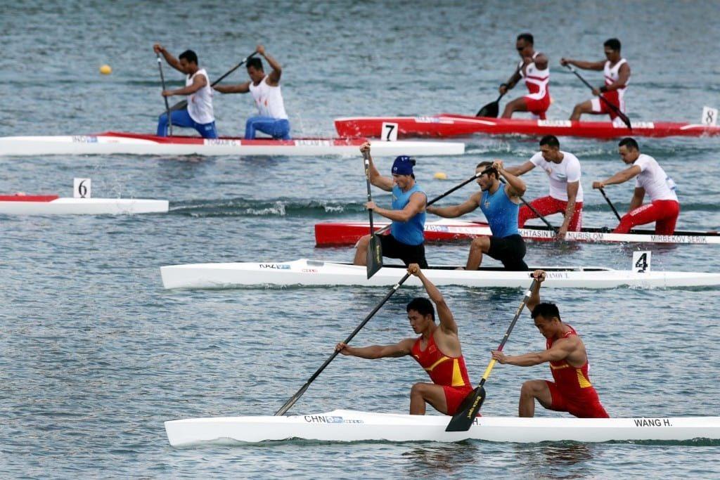 Sejumlah tim kano sprint bersaing di final kano ganda putra 1.000 meter, Asian Games 2018 di danau Jakabaring, Palembang, Sumatera Selatan, Kamis (30/8). ANTARA FOTO/INASGOC/Hendra Syamhari/nz/18