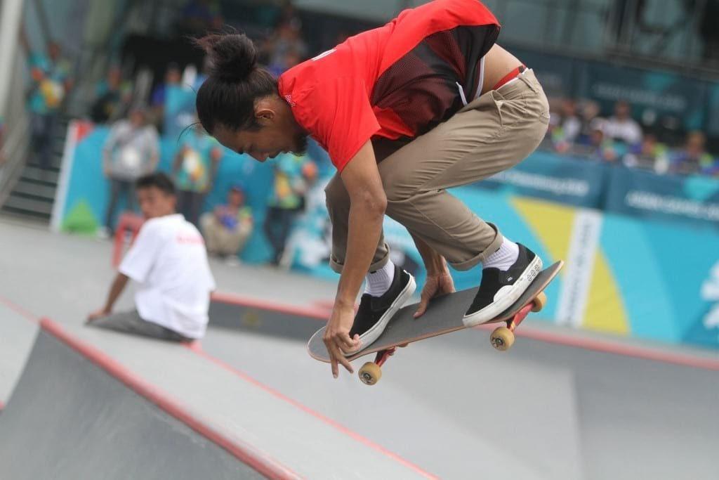 Skateboarder Indonesia Pevi Permana Putra melakukan gerakan trik pada final taman putra Asian Games 2018 di arena roller sport Jakabaring, Palembang, Sumatera Selatan, Rabu (29/8). ANTARA FOTO/INASGOC/Rahmad Suryadi/thv/18