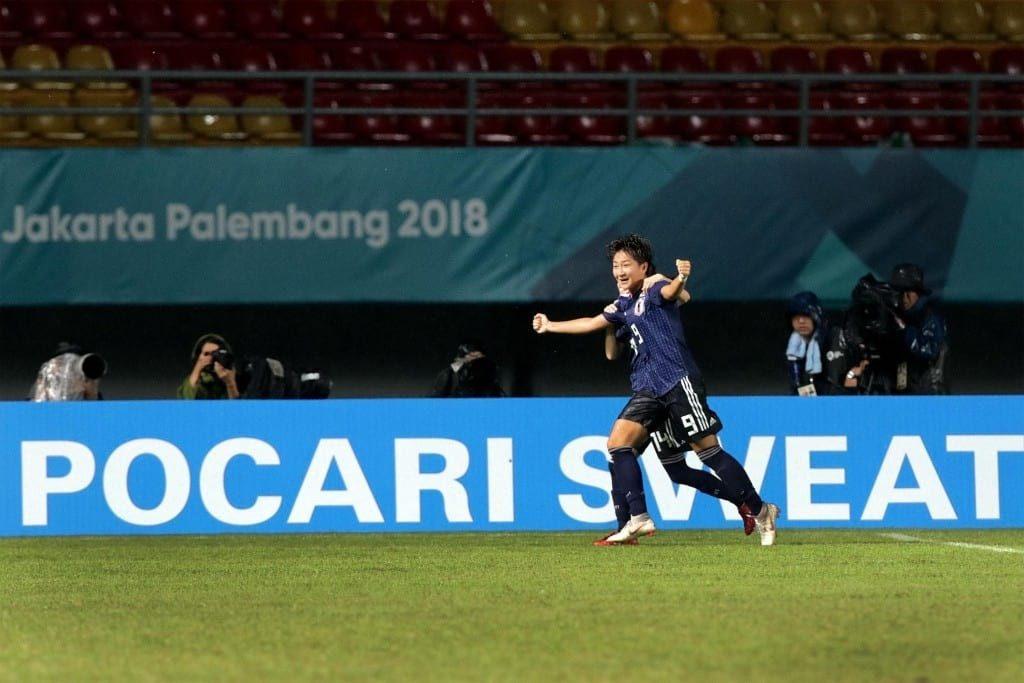 Yuika Sugasawa Atlit Bola Putri Asal Jepang ber euforia usai mencetak gol di partai final yang menghasilkan medali emas untuk Jepang (Imaji Pertiwi / Hendra Syamhari)