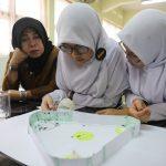 Teliti Kesetiakawanan Semut, 2 Siswi SMA Menang Lomba Sains ke Jerman