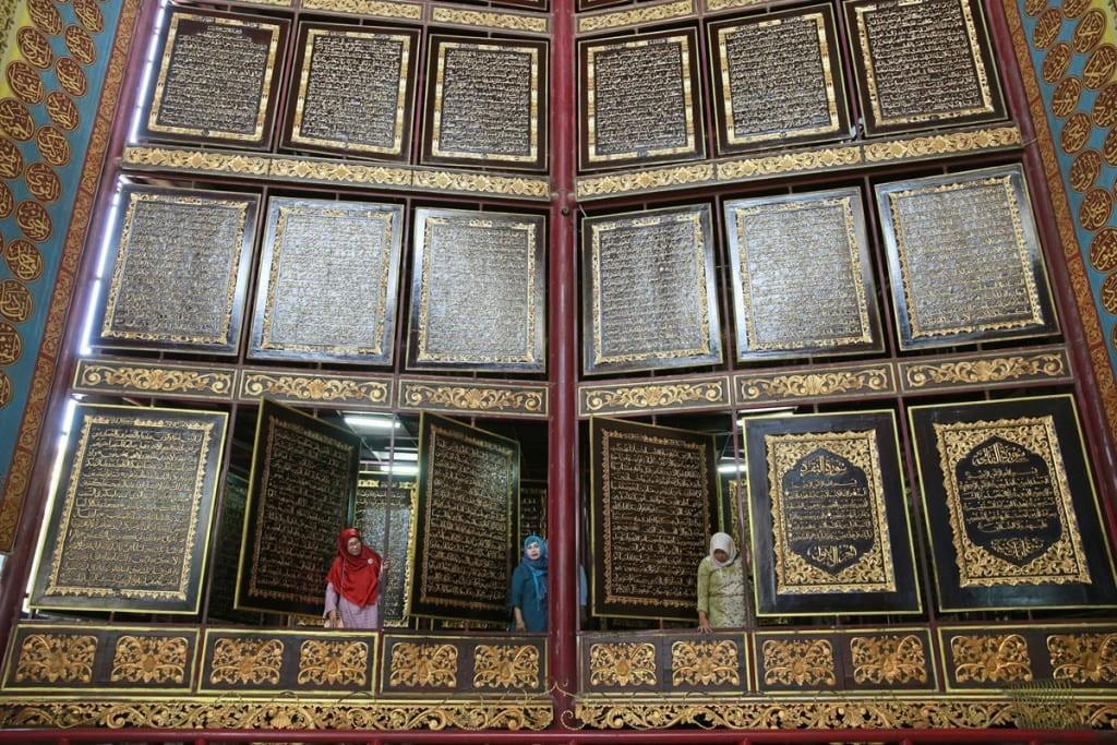 Al-Quran Al-Akbar di Pondok Pesantren Al-Ihsaniyah - Imaji Periwi